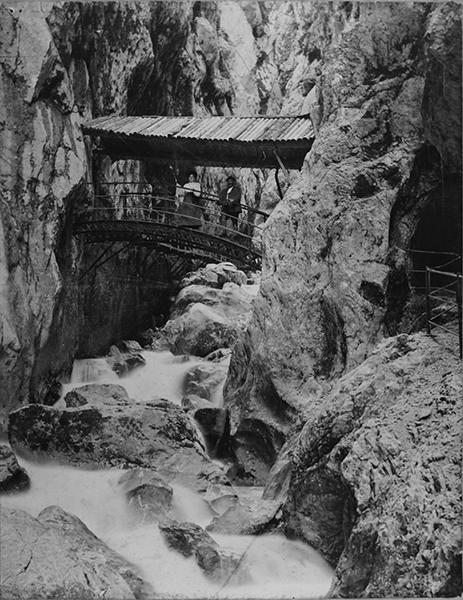 028-1905 Bogenbrücke mit Dach zu Betriebszeiten.jpg