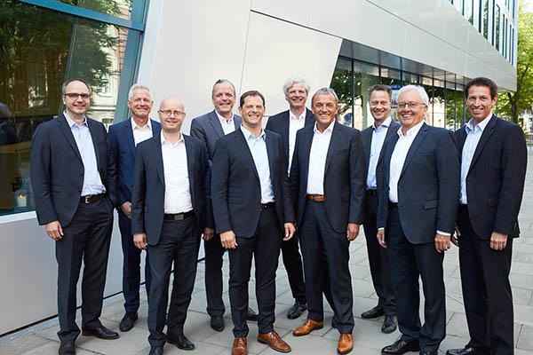 Der neue Vorstand des BV KSI_Bild02_(c)Henning Stauch-Bundesverband Kalksandsteinindustrie.jpg